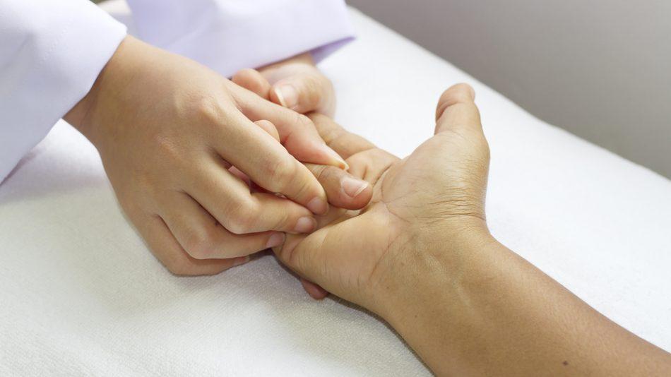 Гимнастика для пальцев рук: зарядка при артрозе, эффективные комплексы упражнений